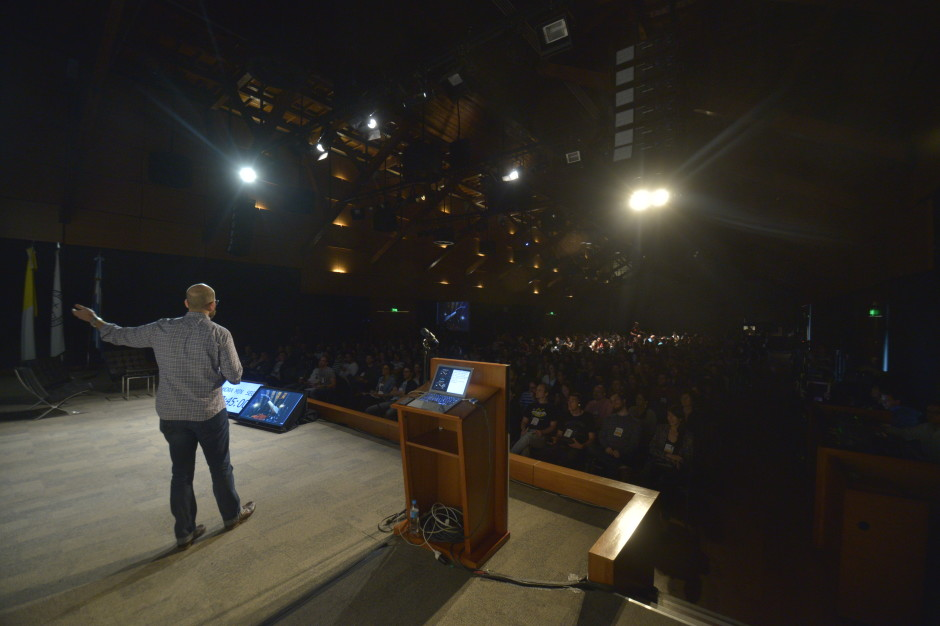 Jeff Gothelf on stage at ISA14 in Buenos Aires.